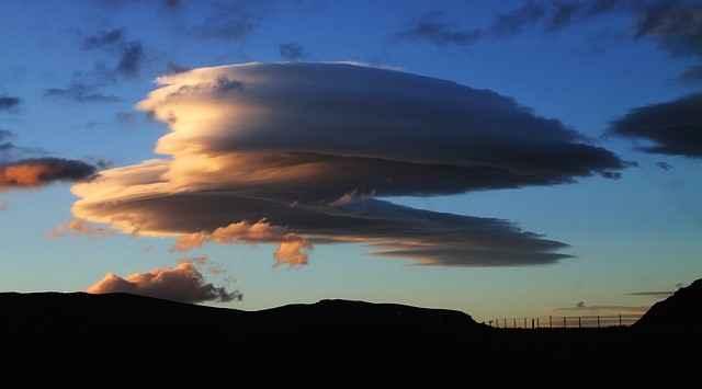 nuages et vent fort